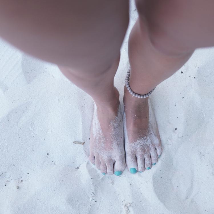 Gambe gonfie? 4 passi in riva al mare